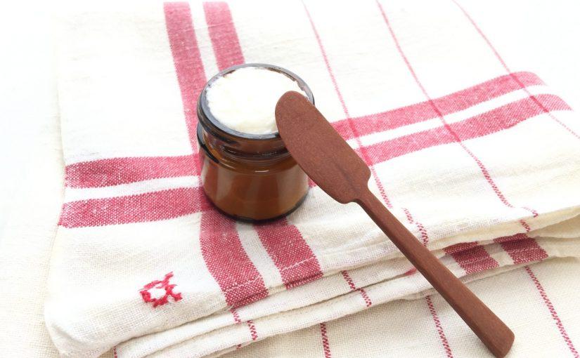 手作りフェイスクリームとカカオバターの香り