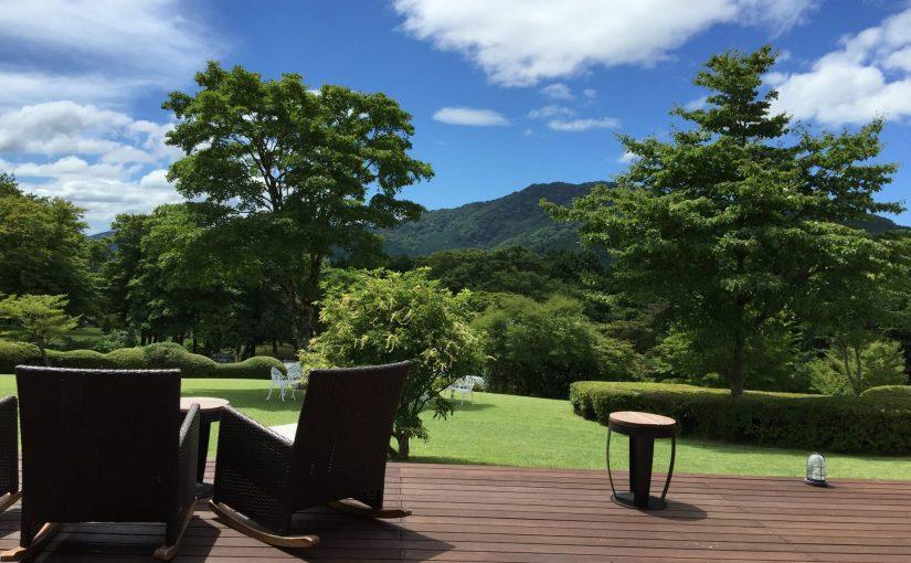 箱根レイクホテル1 オープンテラスデッキで過ごす贅沢な時間
