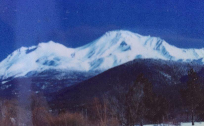 マウントシャスタ旅行記13 旅の終わり-優しい光の中で氷がとけ出す