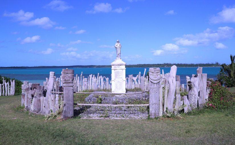 イルデパン 魔除けの木彫りが守る「サンモーリスの記念碑」-レンタサイクルでバオ村観光-ニューカレドニア旅行記
