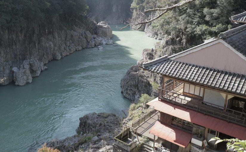 瀞ホテル(どろほてる)-瀞峡(どろきょう)の断崖絶壁の絶景カフェでランチ-十津川村旅行記