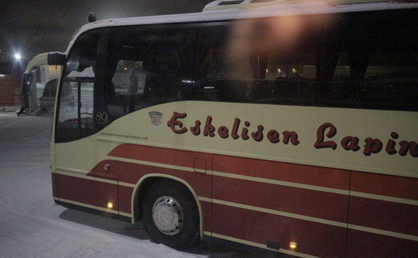 イヴァロ空港からシャトルバスでサーリセルカへ移動-フィンランド旅行記